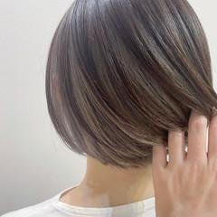 グレーアッシュ モード グレー 切りっぱなしボブ ヘアスタイルや髪型の写真・画像