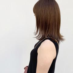 シアーベージュ セミロング 秋冬スタイル ナチュラル ヘアスタイルや髪型の写真・画像