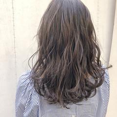 暗髪 大人可愛い ナチュラル ダークトーン ヘアスタイルや髪型の写真・画像