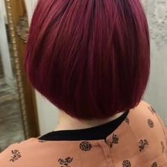 ベリーピンク レッド ショート ピンク ヘアスタイルや髪型の写真・画像