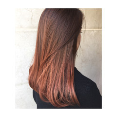 グラデーションカラー アプリコットオレンジ 切りっぱなし オレンジ ヘアスタイルや髪型の写真・画像