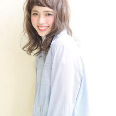 外国人風 オン眉 大人かわいい セミロング ヘアスタイルや髪型の写真・画像