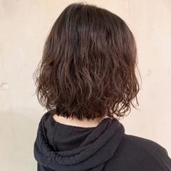 切りっぱなしボブ パーマ 大人かわいい ボブ ヘアスタイルや髪型の写真・画像