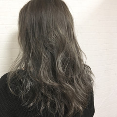 ラベンダーアッシュ グレージュ ハイライト アンニュイ ヘアスタイルや髪型の写真・画像
