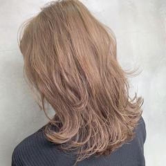 ミルクティーグレージュ アンニュイほつれヘア 3Dハイライト ストリート ヘアスタイルや髪型の写真・画像
