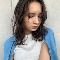 ウルフカット ヌーディベージュ ブラウンベージュ アッシュベージュ ヘアスタイルや髪型の写真・画像