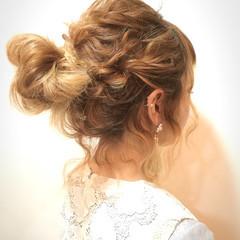 お団子 外国人風カラー フェミニン セミロング ヘアスタイルや髪型の写真・画像