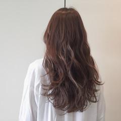 リラックス ベージュ ロング ニュアンス ヘアスタイルや髪型の写真・画像