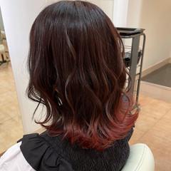 ピンク レッド ブリーチ セミロング ヘアスタイルや髪型の写真・画像