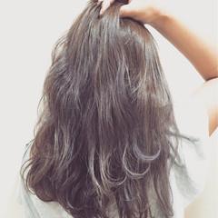 イルミナカラー くせ毛風 ミディアム 外国人風 ヘアスタイルや髪型の写真・画像