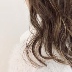ミディアム ゆるふわ 透明感 ウェーブ ヘアスタイルや髪型の写真・画像