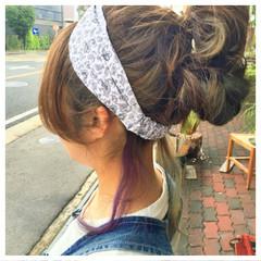 セミロング ストリート ブリーチ お団子 ヘアスタイルや髪型の写真・画像