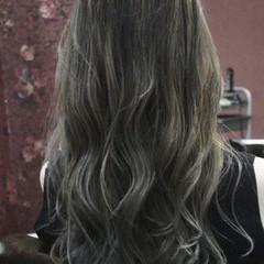 外国人風カラー ブリーチ セミロング ミルクティーグレージュ ヘアスタイルや髪型の写真・画像