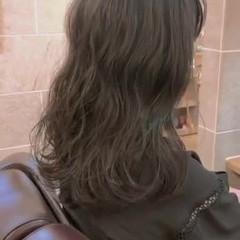 韓国風ヘアー ナチュラル コテ巻き風パーマ デジタルパーマ ヘアスタイルや髪型の写真・画像