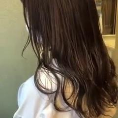 セミロング イルミナカラー シルバーアッシュ ベージュカラー ヘアスタイルや髪型の写真・画像
