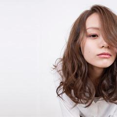 ミルクティー ニュアンス こなれ感 セミロング ヘアスタイルや髪型の写真・画像