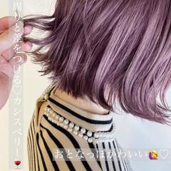 ベリーピンク ボブ ナチュラル 切りっぱなしボブ ヘアスタイルや髪型の写真・画像