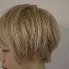 束感 ホワイトアッシュ ストリート ベージュ ヘアスタイルや髪型の写真・画像