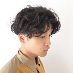 ナチュラル メンズヘア スパイラルパーマ メンズパーマ ヘアスタイルや髪型の写真・画像
