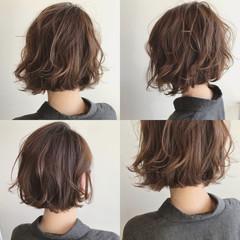 ボブ ロブ フェミニン グレージュ ヘアスタイルや髪型の写真・画像