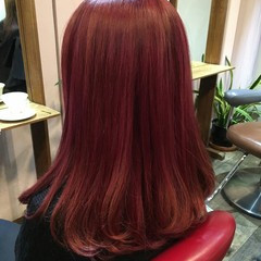 セミロング レッド ダブルカラー 渋谷系 ヘアスタイルや髪型の写真・画像