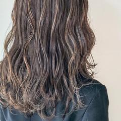 ハイライト グレージュ セミロング 大人かわいい ヘアスタイルや髪型の写真・画像