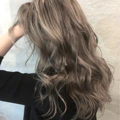 外国人風 冬 秋 ウェーブ ヘアスタイルや髪型の写真・画像