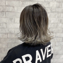 モード バレイヤージュ ホワイトグレージュ グレージュ ヘアスタイルや髪型の写真・画像
