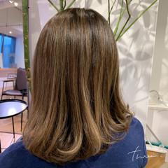 極細ハイライト 白髪染め 大人ハイライト セミロング ヘアスタイルや髪型の写真・画像