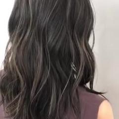 セミロング エアータッチ 極細ハイライト バレイヤージュ ヘアスタイルや髪型の写真・画像