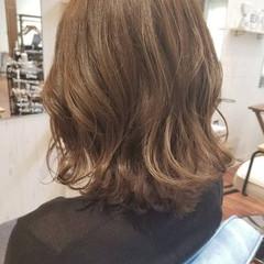 イルミナカラー ロブ フェミニン ミディアム ヘアスタイルや髪型の写真・画像
