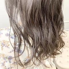 エレガント グレージュ ロング 外国人風カラー ヘアスタイルや髪型の写真・画像