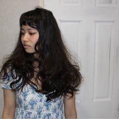 ロング ゆるふわ 暗髪 外国人風 ヘアスタイルや髪型の写真・画像