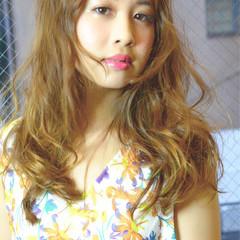 パーマ フェミニン 簡単 ハイライト ヘアスタイルや髪型の写真・画像