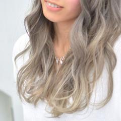 アッシュ 外国人風カラー フェミニン グラデーションカラー ヘアスタイルや髪型の写真・画像