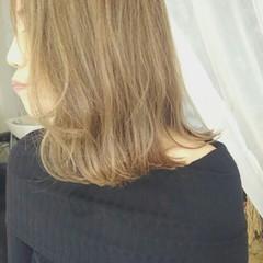 グレージュ 秋 ボブ 外ハネ ヘアスタイルや髪型の写真・画像