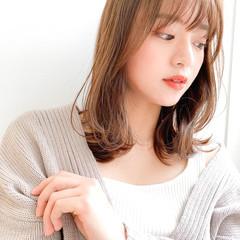 ミディアム 小顔ヘア インナーカラー 透明感 ヘアスタイルや髪型の写真・画像