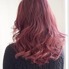 外国人風カラー インナーカラー レッド ピンク ヘアスタイルや髪型の写真・画像