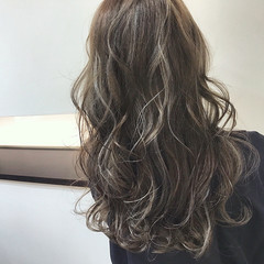 ロング フェミニン ハイトーン ハイライト ヘアスタイルや髪型の写真・画像