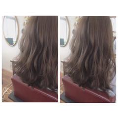 グレージュ フェミニン セミロング アッシュグレージュ ヘアスタイルや髪型の写真・画像
