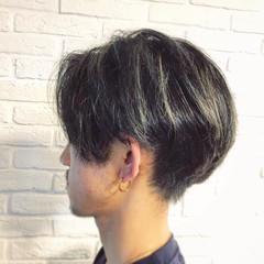 メンズショート メンズカラー センターパート ツーブロック ヘアスタイルや髪型の写真・画像