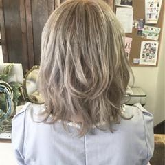 ストリート ハイトーン ミディアム シルバーアッシュ ヘアスタイルや髪型の写真・画像