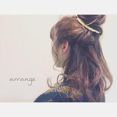 簡単ヘアアレンジ セミロング フェミニン ハーフアップ ヘアスタイルや髪型の写真・画像