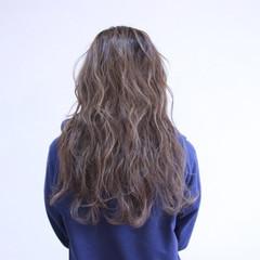 透明感 アッシュベージュ セミロング ハイライト ヘアスタイルや髪型の写真・画像
