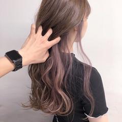ホワイトベージュ ロング インナーピンク インナーカラー ヘアスタイルや髪型の写真・画像