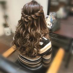 ねじり ハーフアップ フェミニン ロープ編みアレンジヘア ヘアスタイルや髪型の写真・画像