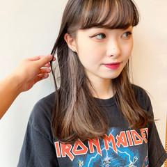 ストリート インナーカラー インナーカラーシルバー セミロング ヘアスタイルや髪型の写真・画像