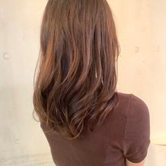 セミロング ヘルシー コテ巻き風パーマ ナチュラル ヘアスタイルや髪型の写真・画像