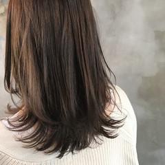 オリーブアッシュ ナチュラル セミロング グレージュ ヘアスタイルや髪型の写真・画像