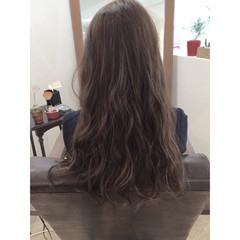 波ウェーブ アッシュ 大人かわいい ナチュラル ヘアスタイルや髪型の写真・画像